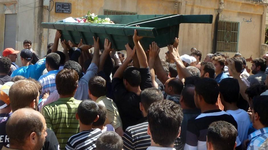 Begräbnis eines in Hula getöteten Zivilisten