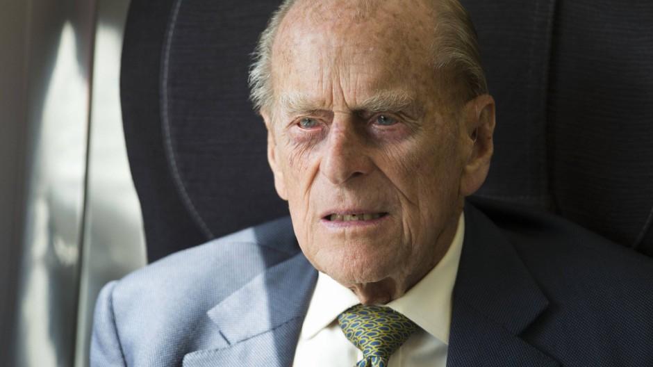 Im Juni wird er 100 Jahre alt: Prinz Philip bei einer Zugfahrt im Jahr 2017