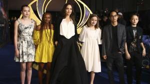 Shiloh Jolie-Pitt trägt Dior-Kleid ihrer Mutter