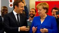 Merkel und Macron zeigen ihre Sprachkenntnisse