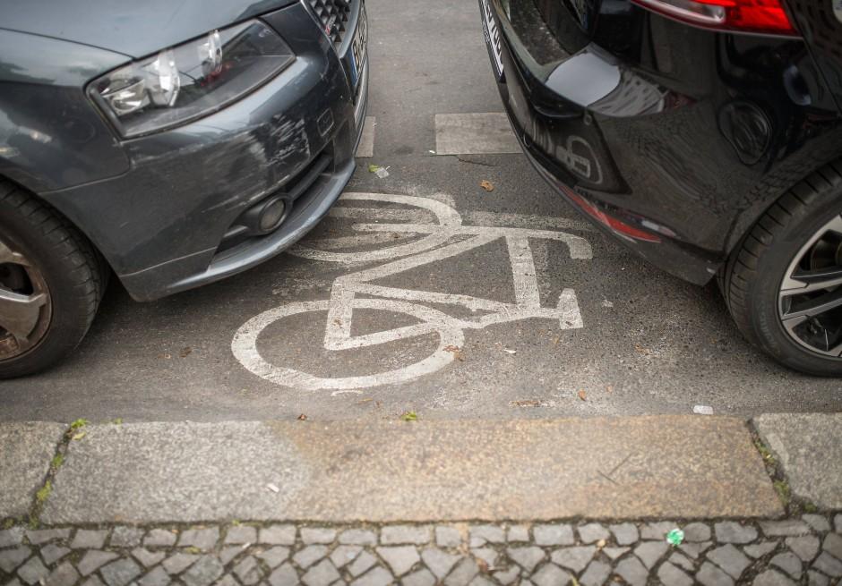 Zugeparkt: ein Radweg in Berlin