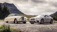 Damals und heute: Ein Bentley Continental R aus den frühen 1950er Jahren und ein Bentley Continental GT von heute.