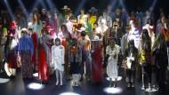 Wie in einem Nachtclub der achtziger Jahre: Models der Gucci-Show auf der Paris Fashion Week