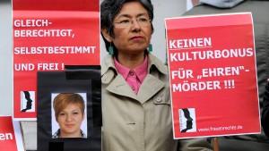 Hohe Strafen für Ehrenmord an Arzu Ö.