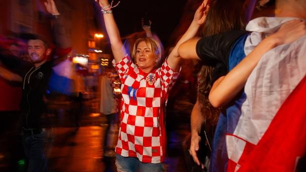 Kroaten nach Finaleinzug im Fußball-Glück