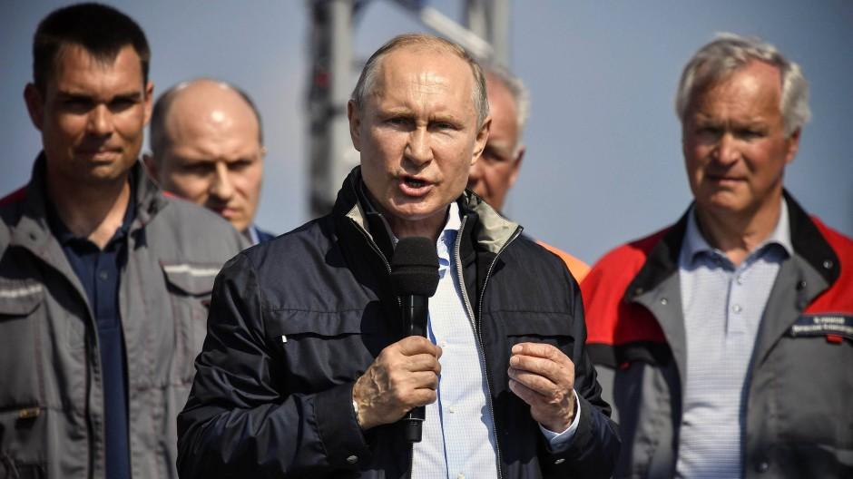 Der russische Präsident Wladimir Putin bei der Eröffnung der Brücke, die die Krim mit dem russischen Festland verbindet