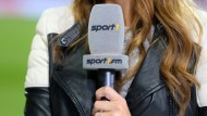 Nah am Geschehen: Spielfeld-Reporterin des Noch-Constantin-Senders