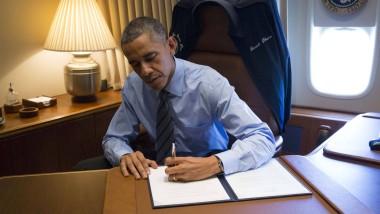 An Bord der Air Force One unterzeichnete Obama das Dekret zur Einwanderung
