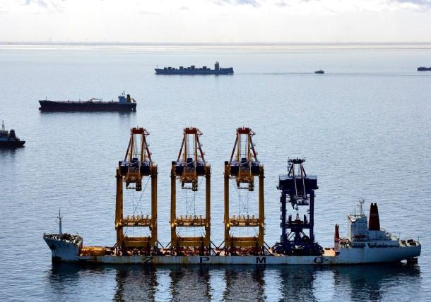 Dem Ruf des Wachstums folgend: Kran- und Containerschiffe in der Nordsee