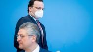 Jens Spahn (CDU), Bundesminister für Gesundheit, und Lothar Wieler, Präsident des Robert-Koch-Instituts