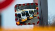 Rückblick: Die umweltbelastenden Busse der Mainzer Verkehrsgesellschaft sollen mittelfristig von emissionsfreien Fahrzeugen ersetzt werden.