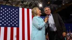 """Clinton zeigt ihren """"langweiligen"""" Vize-Kandidaten"""