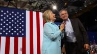 Clinton zeigt ihren langweiligen Vize-Kandidaten