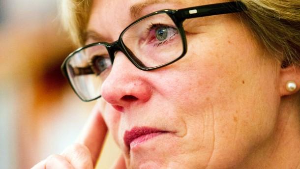 Martina de Maizière - Die Frau des Bundesverteidigungsministers spricht in Berlin mit Eckart Lohse.