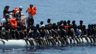 Der bizarre Wettkampf um Migranten