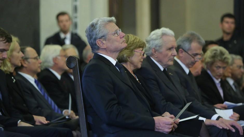 Die Reihe der Trauergäste, ganz links Bundespräsident Joachim Gauck.
