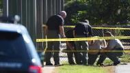 14 Jahre alter Junge tötet Vater und schießt an Grundschule um sich