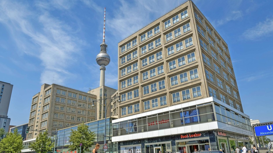 Der Stein des Anstoßes: Die Landesbank Berlin soll das Geschäft mit Kreditkarten einstellen.
