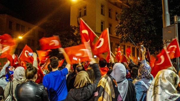 Steinmeier warnt Erdogan-Anhänger vor Köln-Demo