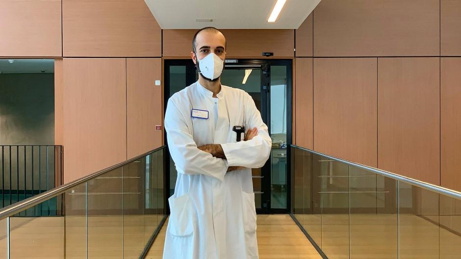 """Dr. Cihan Çelik behandelt Covid-19-Patienten in Darmstadt: """"Die Feiertage waren anstrengend."""""""