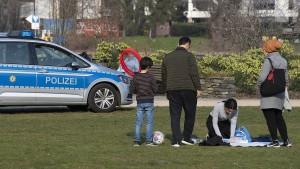 Polizei kontrolliert Berliner Parks