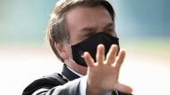 Will die öffentliche Debatte kontrollieren und von Problemen ablenken: Jair Bolsonaro