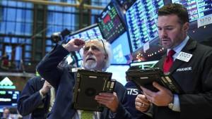 Dow Jones dreht Riesenverlust in soliden Gewinn