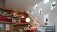 """Wohnraum als Landschaft: Dieser Gesteinsbrocken bildet das Zentrum des Hauses """"Living Room"""""""