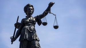 Gefängnisbeamtin verliert Job wegen Nacktfotos für Häftling