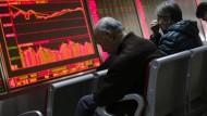 Anleger in einem Aktien-Handelshaus in China.