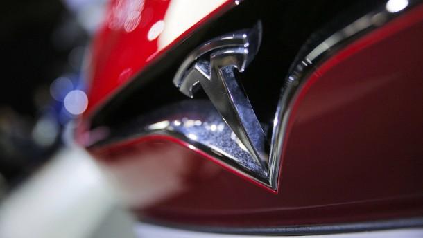 Fast 1000 Tesla-Käufer müssen Umweltprämie zurückzahlen