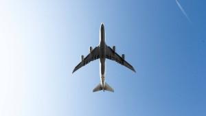 Fluggesellschaften müssen Passagiere frühzeitig informieren