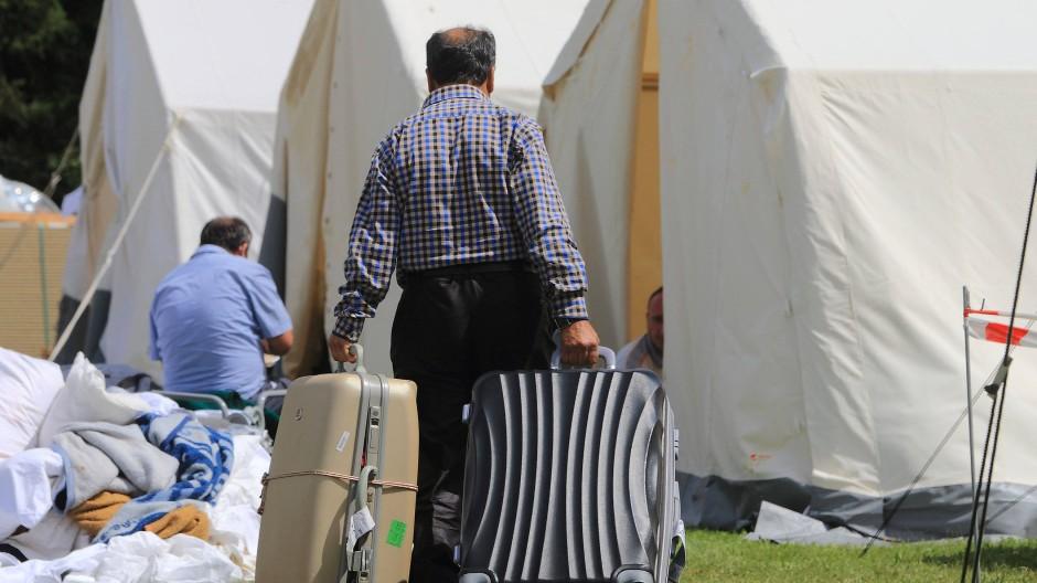 Flüchtlingsunterkunft: Zeltstädte wie hier in Halberstadt sollen in Hessen nach und nach verschwinden.