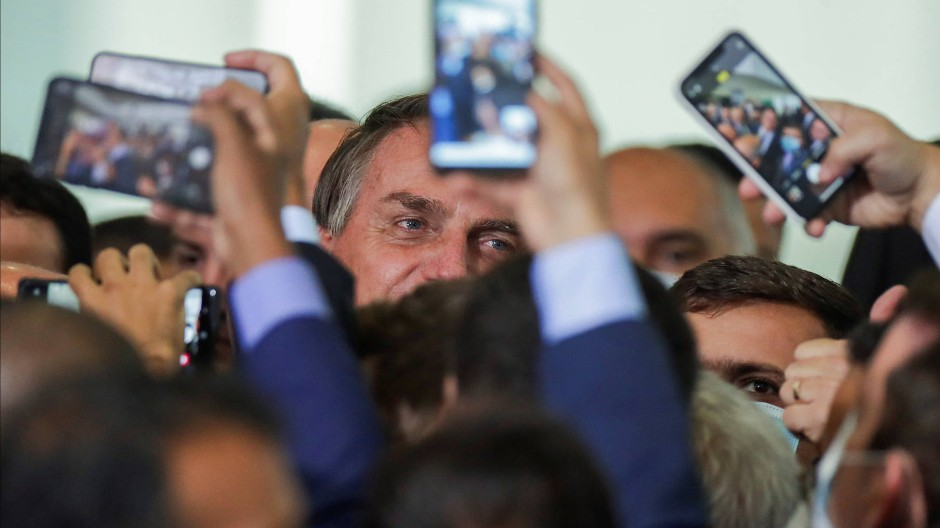 Brasilien Präsident Jair Bolsonaro hält nicht gerne Abstand.