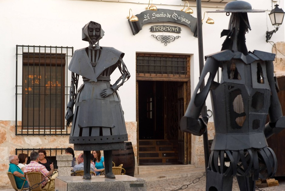 Denkmal von Dulcinea und Quijote in Dulcineas Heimatdorf El Toboso