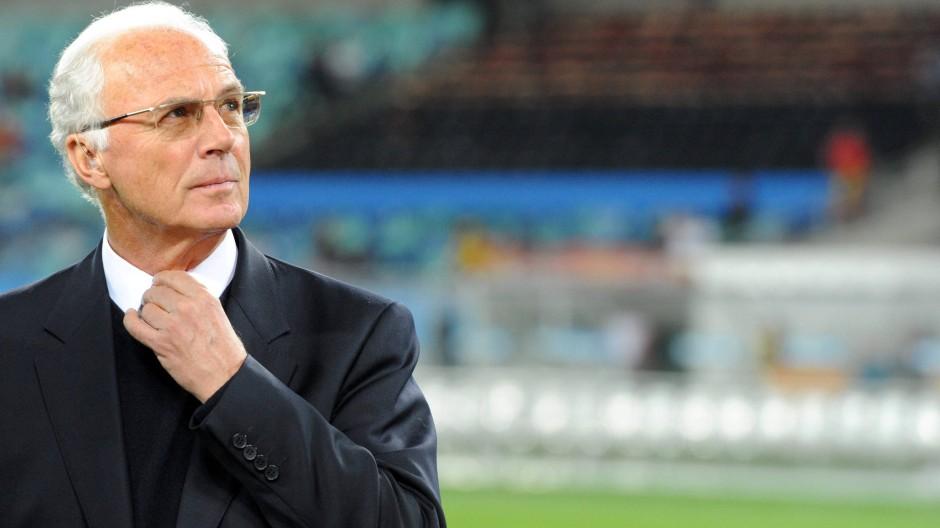 Redet viel, sagt wenig: Franz Beckenbauer bringt kein Licht ins Dunkel