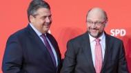 Gute Parteifreunde: Sigmar Gabriel und Martin Schulz (re.)