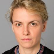 """Julia Voss- Portraitaufnahme für das Blaue Buch """"Die Redaktion stellt sich vor"""" der Frankfurter Allgemeinen Zeitung"""