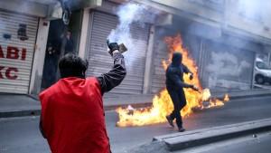 Polizei fährt 120 Wasserwerfer in Istanbul auf