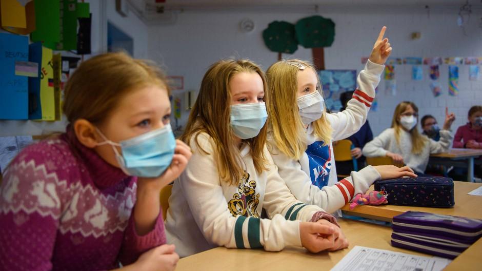 Das Infektionsschutzgesetz verlangt ab einer gewissen Inzidenz Distanzunterricht in den Schulen.