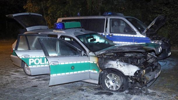 Polizeiwagen in Dresden angezündet