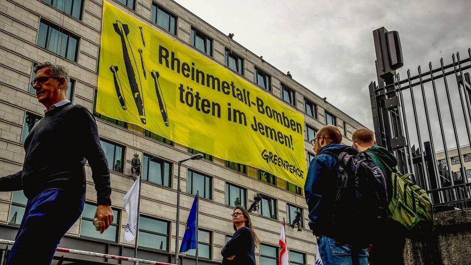 Rheinmetall-Gegner besetzen Bühne