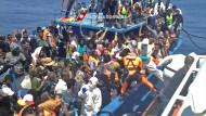 Dutzende Menschen auf Flüchtlingsschiff erstickt