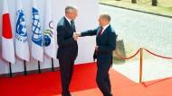 Der deutsche Finanzminister Olaf Scholz (l) und sein französischer Kollege Bruno Le Maire am Mittwoch in Chantilly