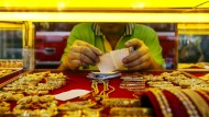 """""""Das Einzige, was wir zu fürchten haben, ist die Furcht"""": Die Beruhigung der Börsen lässt den Preis für Gold fallen."""
