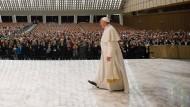 Industrie scheut kritische Worte über den Papst