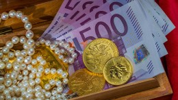 Falsche Polizisten erbeuten Geld und Schmuck im Wert von 150.000 Euro