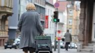 Um das Rentenniveau zu stabilisieren, soll das Rentenalter steigen.