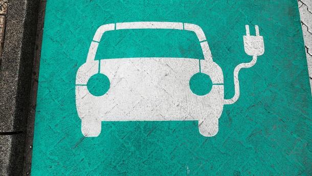 E-Autos für Hersteller und Käufer weiterhin teuer