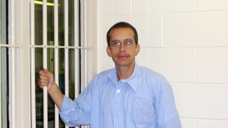 Jens Söring 2003 in einem Gefängnis in Amerika